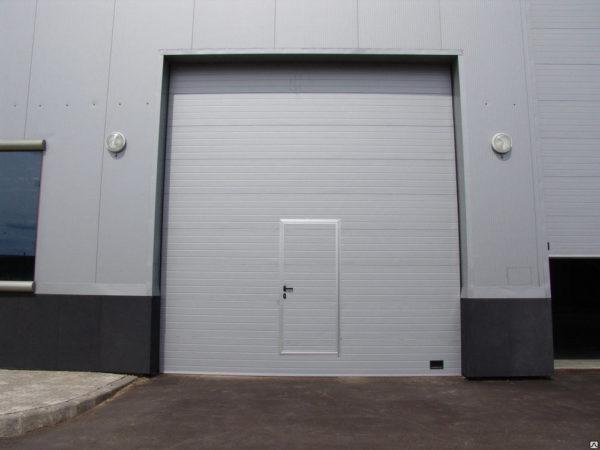 Промышленные секционные ворота DoorHan на проем 3000х3100(h) с встроенной калиткой