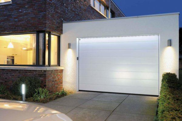 Секционные ворота DoorHan RSD01SC на проем 2750х2390(h) белые